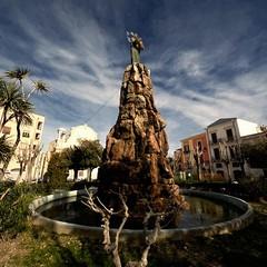 Piazza Plebiscito, Madonna e fontana