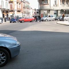 Strisce pedonali cercansi in Piazza Caduti