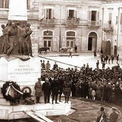 Monumento di piazza Caduti nel 1929