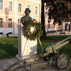Il monumento a Nicola Sernia