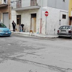 Bomba carta tra via Scommegna e via Dimiccoli, danni evidenti ad un'auto