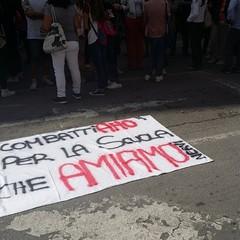 """Protesta degli studenti del """"Nervi"""" sotto Palazzo di Città"""