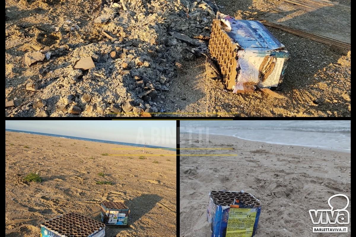 Residui di fuochi d'artificio abbandonati sulla costa di Barletta
