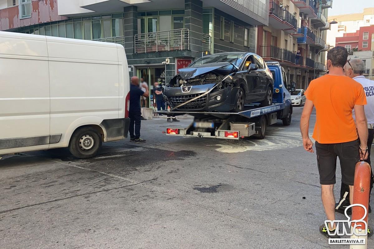 Incidente stradale all'incrocio tra via Pappalettere e via III Novembre
