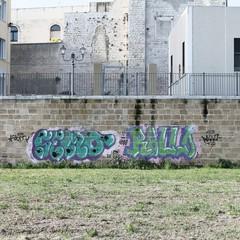 Deturpate da ignoti vandali le Mura del Carmine