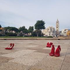 Contro la violenza sulle donne al castello di Barletta