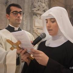 La cerimonia di vestizione di suor Maria Vittoria