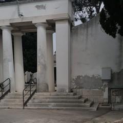 Danneggiamenti cimitero