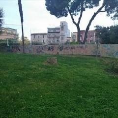 Vandalismo e degrado ai giardini De Nittis