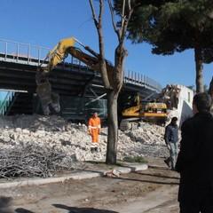 """Demolizione delle vecchie tribune allo stadio """"Puttilli"""" di Barletta"""
