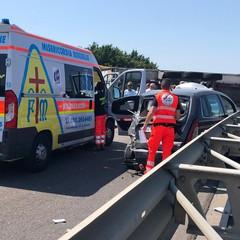 Camion si ribalta in strada, grave incidente tra Barletta e Trani