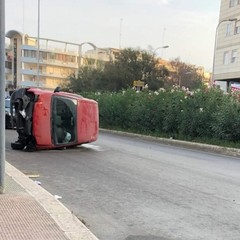 Due auto ribaltate per strada a Barletta, doppio incidente in poche ore