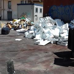 Piazza Divittorio nel mirino dei rifiuti