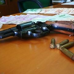 Nascondeva un revolver in casa, arrestata 24enne di Barletta