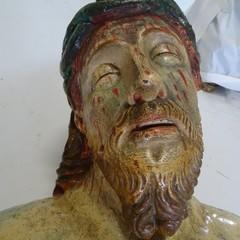 La statua del Cristo morto prima del restauro