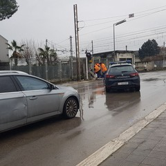 Via Andria, di nuovo distrutta una sbarra del passaggio a livello