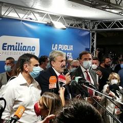 Emiliano nel suo comitato a Bari