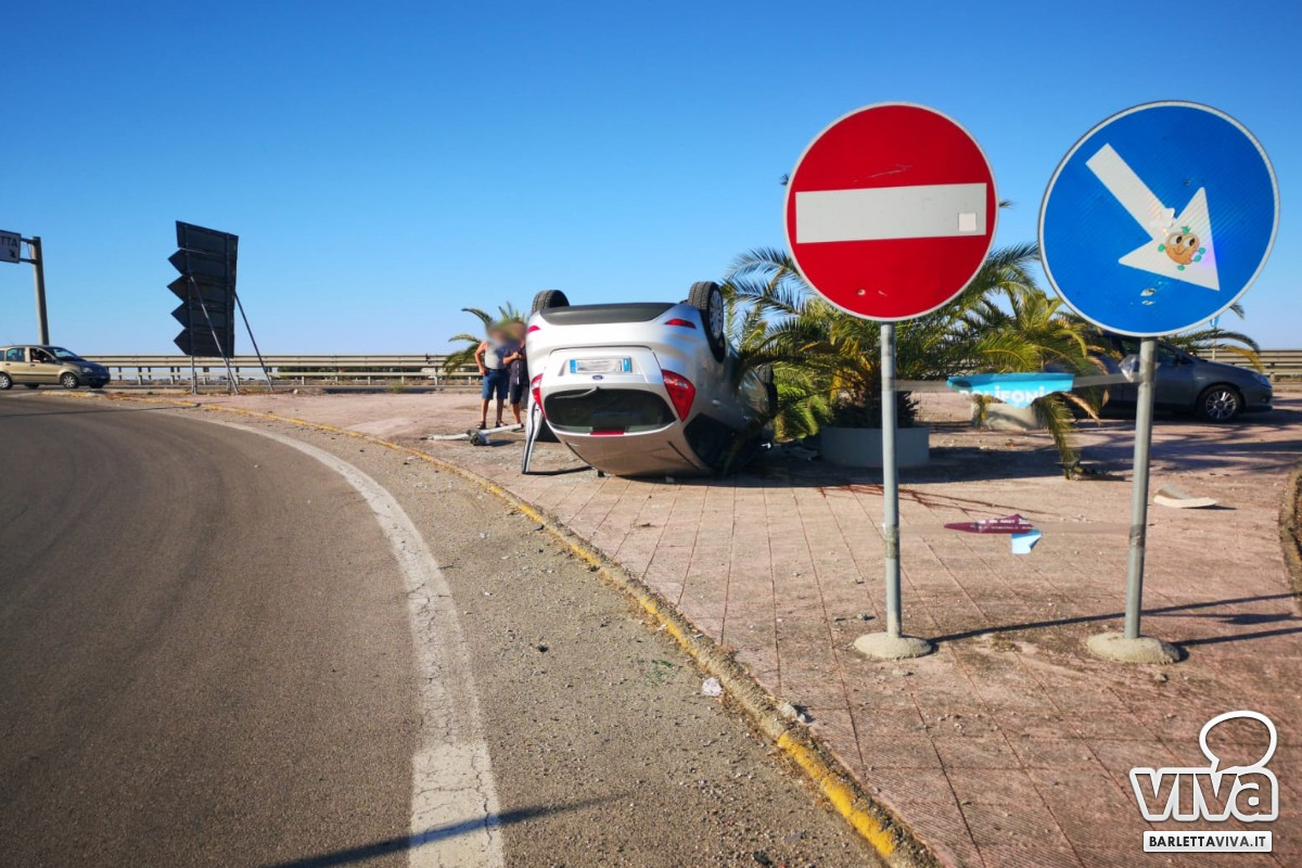 Automobile si ribalta all'uscita Barletta ovest