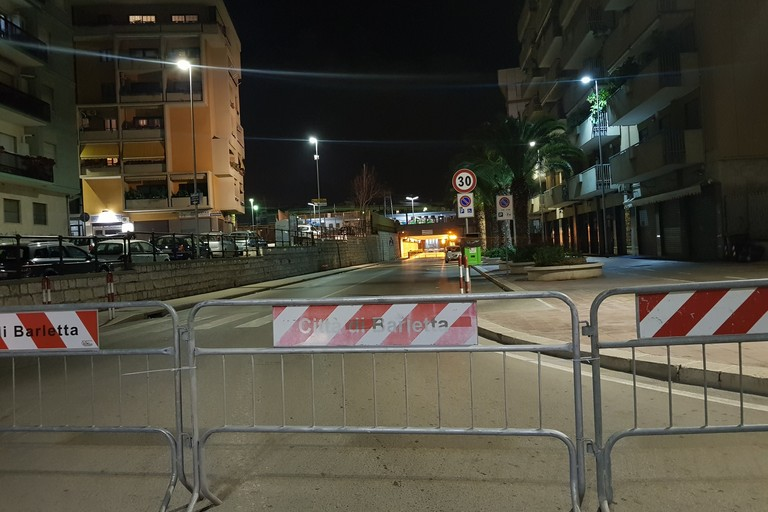 Lavori al sottovia Alvisi: divieto di transito pedonale sul marciapiede destro