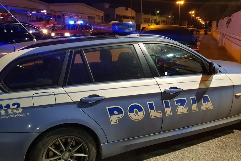 Polizia sul luogo dell'incendio
