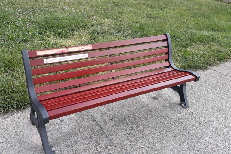Panchina rossa rovinata