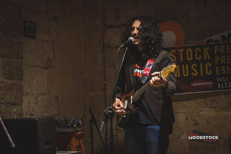 """Alessandro """"Bee-Folk'Oh"""" Torzulli, la strada tra blues e folk"""