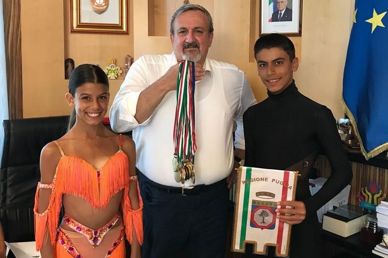 Ilaria e Giovanni Tesse con Michele Emiliano