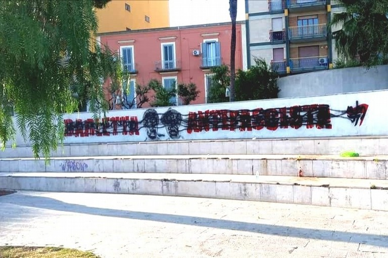 Barletta Antifascista, deturpato il murale