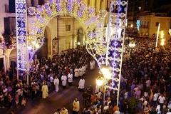 Processione dei santi patroni, Barletta divisa tra cultura e confusione