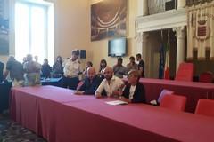 Reddito di cittadinanza: finalmente le firme per  «un patto di dignità»