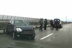Perde il controllo dell'auto, traffico bloccato sulla SS16bis