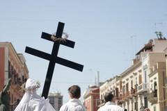 «Ai balconi appendiamo lenzuoli bianchi in segno di devozione a Gesù»