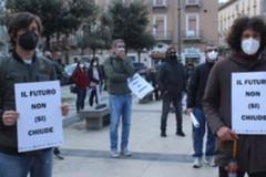 A Barletta in piazza contro le chiusure: «Siamo tutti essenziali»