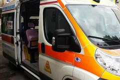 """Ambulanza travolta da un'auto, due feriti al """"Dimiccoli"""" di Barletta"""
