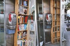 """Saccheggiata la """"libreria telefonica"""" in Piazza Castello"""