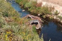 Carcassa di automobile nel Ciappetta-Camaggio tra Barletta e Andria
