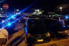 Che inciviltà, due auto bloccano per ore il parcheggio dell'Ipercoop