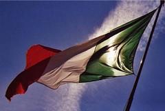 Bandiere a mezz'asta in tutte le sedi della Provincia