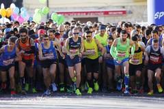 Barletta Half Marathon 2019, 2500 atleti in festa: la partenza