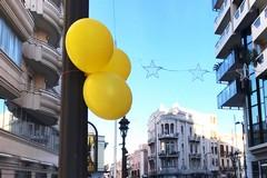 Palloncini gialli per le vie del centro di Barletta, svelato il mistero