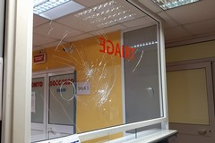 """Violenza all'ospedale """"Dimiccoli"""" di Barletta, danni ai vetri del pronto soccorso"""