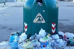 Campana di vetro stracolma, i cittadini di Barletta costretti all'inciviltà