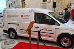 Caritas Barletta, consegnato il nuovo furgone per le eccedenze alimentari