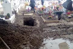 Degrado al cimitero di Barletta, la denuncia di Rivoluzione Cristiana