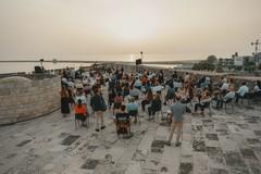 Barletta ha inaugurato l'estate con il concerto all'alba