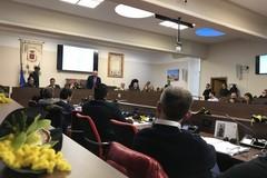 Scontri, polemiche e abbandoni: riassunto del consiglio comunale di Barletta