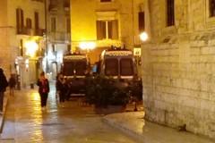 Assembramenti in luoghi chiusi, droga e rapina: in azione a Barletta la Polizia di Stato