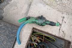Ignoti recidono cavi elettrici, al buio vasta area del cimitero di Barletta