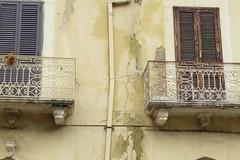 """Degrado a vista per lo storico """"Palazzo Pretorio"""" di Barletta"""