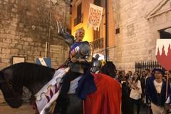 Disfida di Barletta, la città accoglie i suoi eroi. Le foto del corteo
